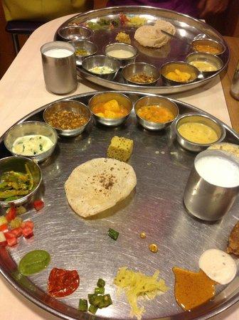 Shree Thaker Bhojanalay: The best Gujarati Thali in Mumbai