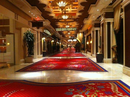 Wynn Las Vegas: One of the many corridors