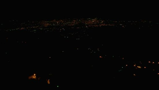 Hotel Sun N Snow Mussoorie: night view of the valley from the room