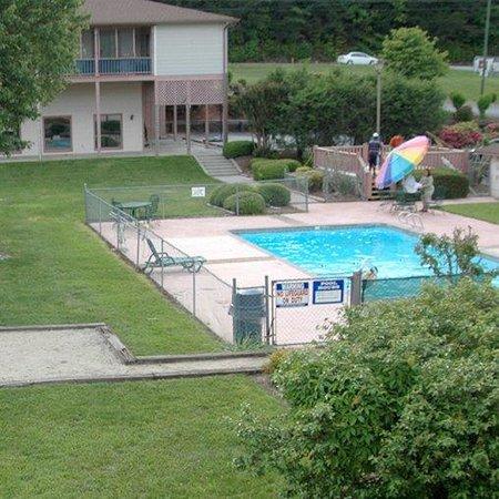 Mountain Valley Inn Dillard GAPool