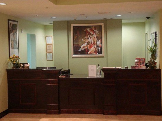 Ambassador Inn&Suites Tuscaloosa: Front Desk