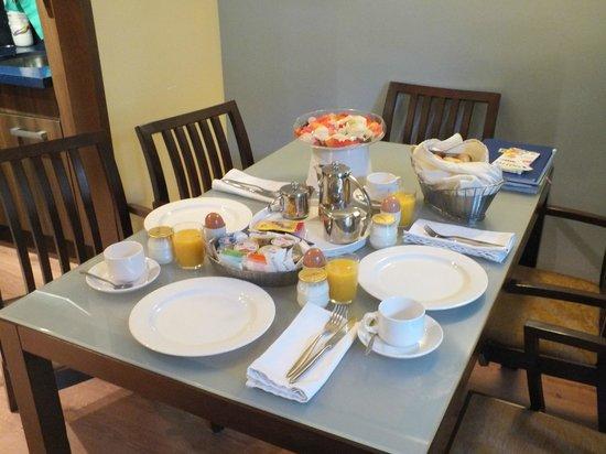 Suites Gran Via 44: colazione in casa