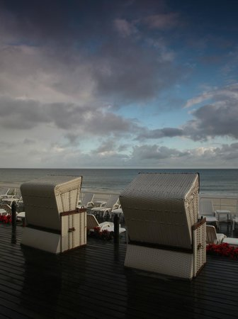 Jurata, Polen: Terrace and the beach