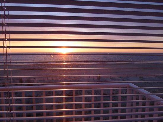Atlantic View Hotel: Sunrise over the Atlantic