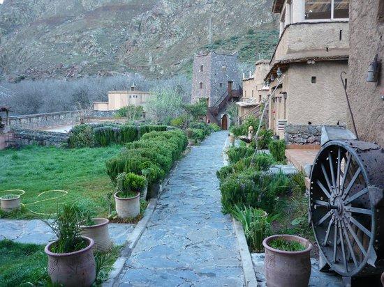 Kasbah Du Toubkal : kasbah courtyard