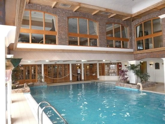 The Parkway Hotel & Spa: pool area