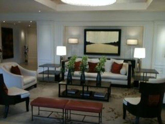 The H Hotel: Main Lobby