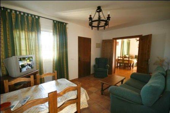 Casa Rural El Limonero: Salón-comedor de los apartamentos 3 y 4, los cuales se pueden unir entre sí, formando uno solo