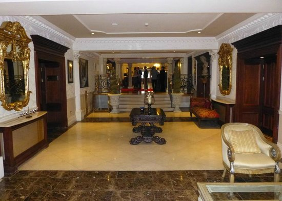 Muckross Park Hotel & Spa: Foyer entrance to reception