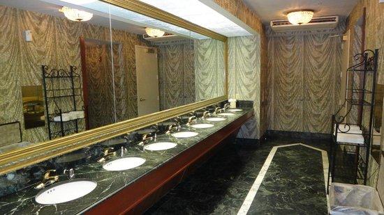 هيلتون فيلادلفيا سيتي أفينو: The Lobby Womens Bathroom