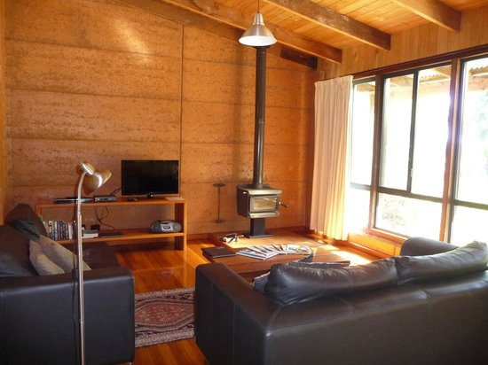 Burnside Organic Farm: Lounge