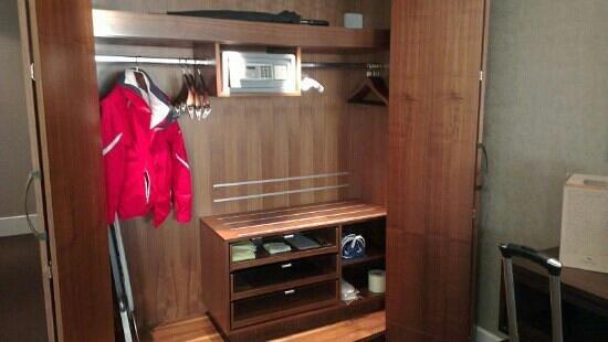 Park Hyatt Istanbul - Macka Palas: wardrobe