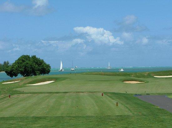 Four Seasons Resort Mauritius at Anahita: The Par 3 16th hole Pinnacle Point