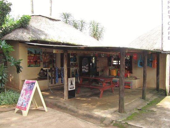 Malandela's Guest House: 1 van de winkeltjes op het terrein