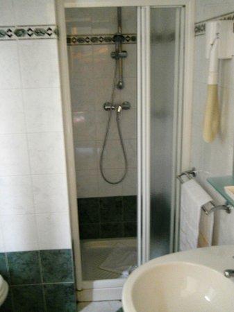 Hotel Soggiorno Athena: Bathroom