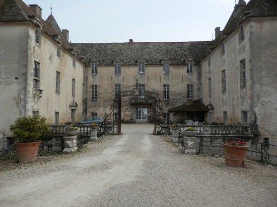 Savigny-les-Beaune, France: Chateau Entrance