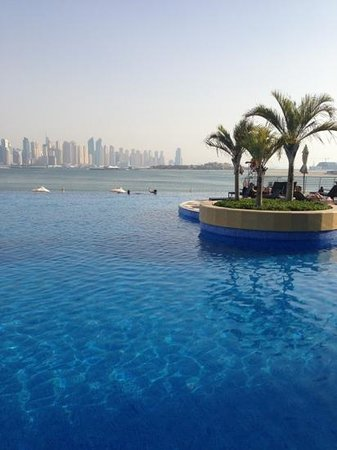 Oceana Residences : beautiful pool & view