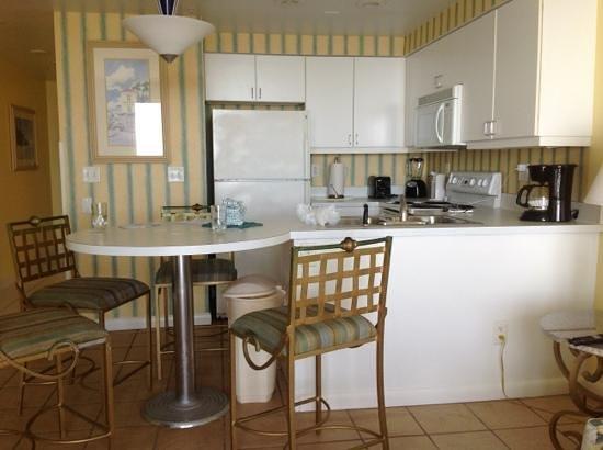 Wyndham Ocean Walk: kitchen