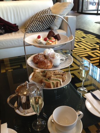 The Fitzwilliam Hotel Belfast: Afternoon Tea and Champers