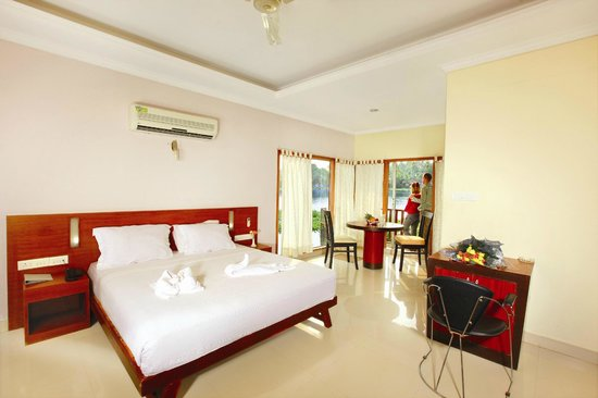 Emarald Pristine Island Floating Resort : Pride Emarald Island Resort, Alappuzha, India Room