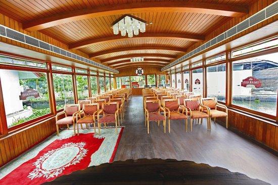 Emarald Pristine Island Floating Resort : Pride Emarald Island Resort , Alappuzha, India Hall