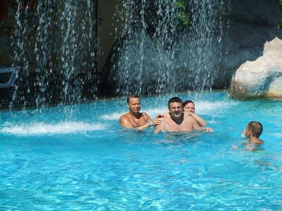 Hotel Laguna Beach : the pool waterfall