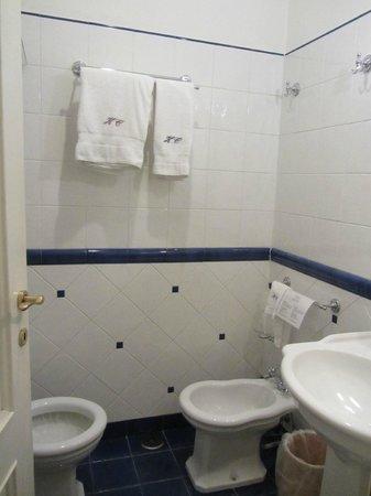 Chiaja Hotel de Charme: Bathroom