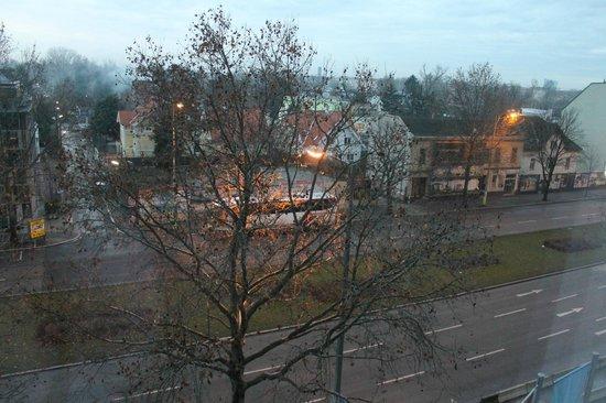 NH Danube City: Vista do quarto