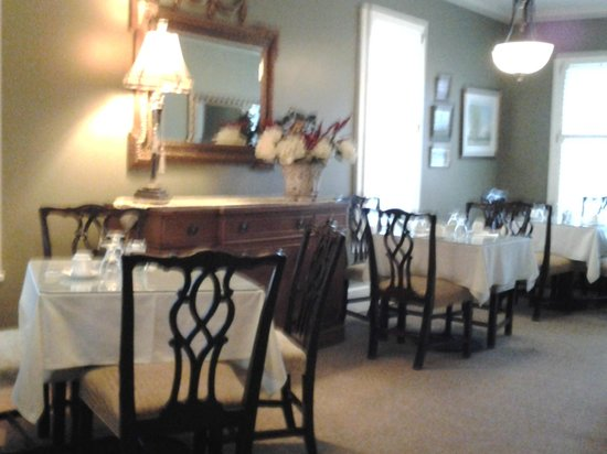 Maplewood Hotel: dining area