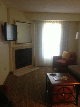 Residence Inn Williamsburg : Living room with fireplace!