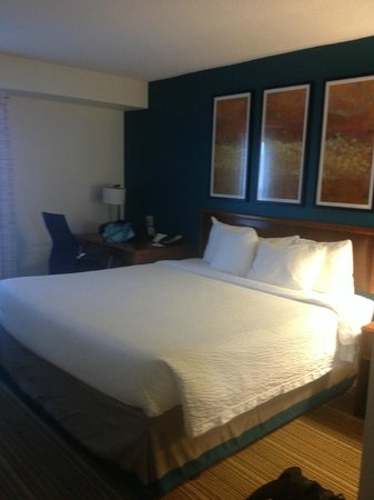 Residence Inn Williamsburg : Great big bed!