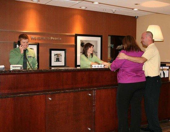 Hampton Inn and Suites Peoria at Grand Prairie : Front Desk