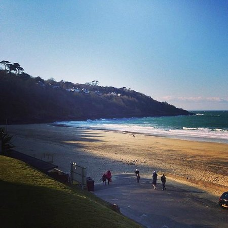 Carbis Bay Hotel & Estate: Walk along the beach see all the caves and the wonderful coastline