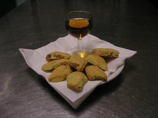 Trattoria Da Sara : Tozzetti e Vin Santo