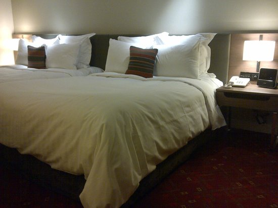 Melbourne Marriott Hotel: beds