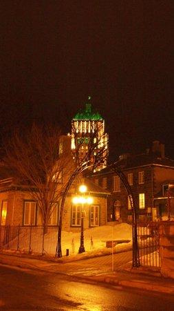 Hotel Chateau Bellevue: Vieux-Québec la nuit.
