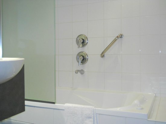 Esplanade Hotel Fremantle - by Rydges: Bathroom