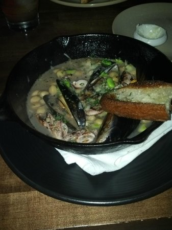 Whisknladle : Octopus & Mussels