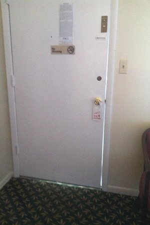 Butler Inn: No chain lock or deadbolt only a lock you'd see on your home for a bathroom