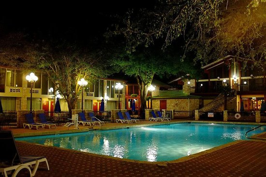 Inn of the Hills Hotel & Conference Center: The Pool