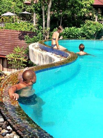 High Life Bungalow Resort: Infinity pool