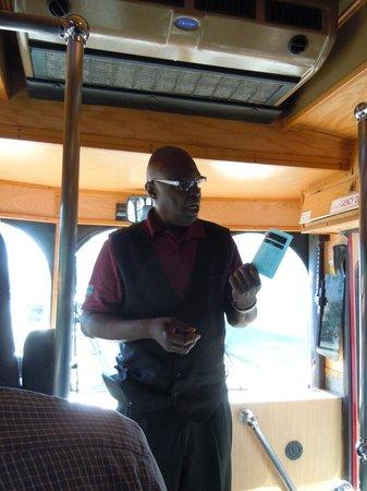 Alamo Trolley Tours: Leroy explaining tour