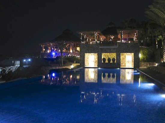 Esperanza - An Auberge Resort: Pool at night