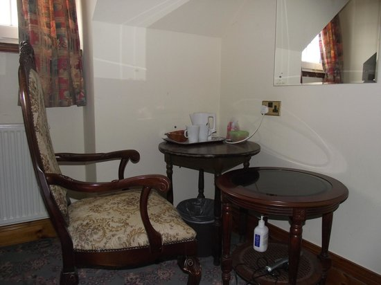"Duke of Gordon Hotel: The ""Improved Dressing Table"" in Room 356"