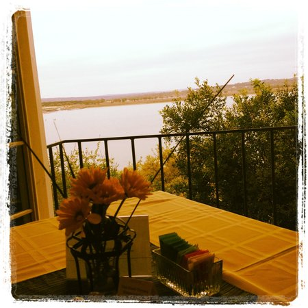 Lakehouse Bed & Breakfast: Breakfast view