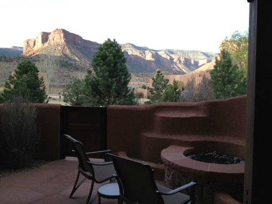 Gateway Canyons Resort, A Noble House Resort: Watching the sun rise from our room