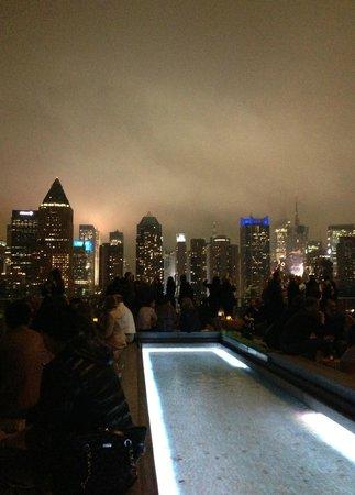 Kimpton Ink48 Hotel: Manhattan skyline from Ink48 rooftop bar