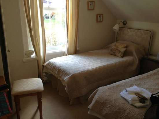 Rosebank House Bed and Breakfast: smaller room in forest suite