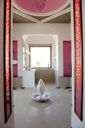 Tree of Life Resort & Spa Jaipur : A bathroom