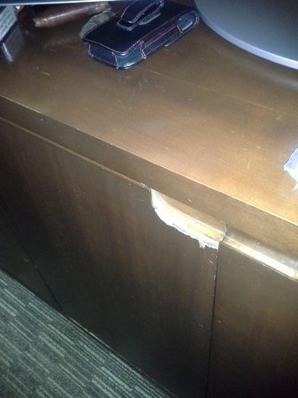 The Westin Chicago North Shore: more chipped furniture